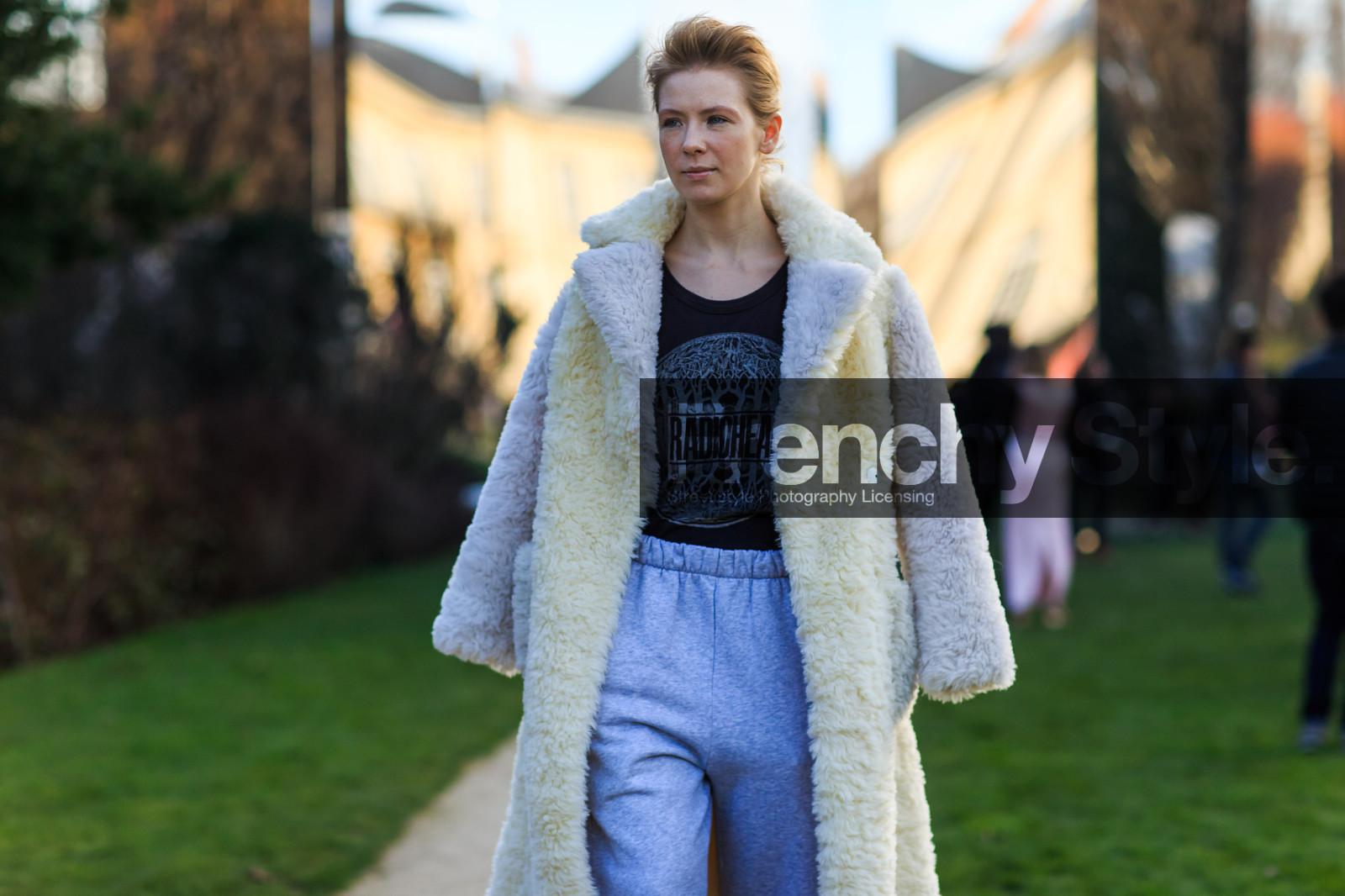 Black t shirt grey pants - Atmosphere Details Black T Shirt Detail Fashion Week Frenchystyle Fur Coat