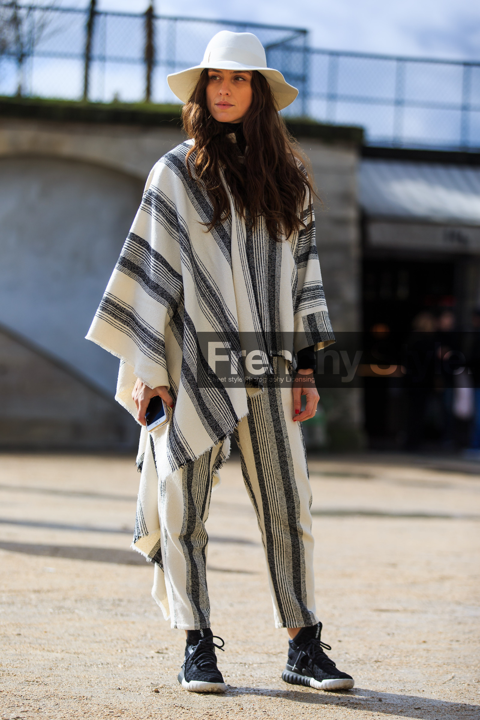 how to wear a poncho top